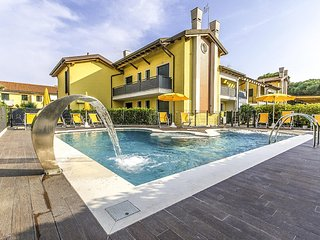 Beautiful apartment in Cavallino-Treporti w/ Outdoor swimming pool and 2 Bedroom