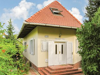 Awesome home in Balatongyörök w/ 3 Bedrooms (UBN811)