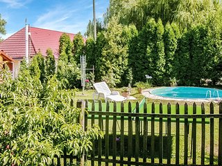 Stunning home in Alsópáhok w/ WiFi, 2 Bedrooms and Outdoor swimming pool (UBN9