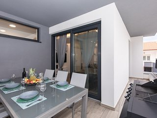 Premium Apartment °2 close to the Center & Beach