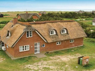 Amazing home in Blåvand w/ Sauna, WiFi and 5 Bedrooms (A3388)