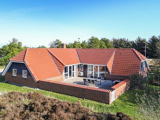 Nice home in Fanø w/ Sauna, WiFi and 7 Bedrooms (A2001)