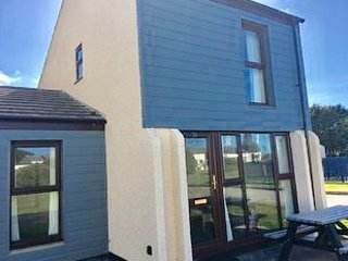 PERRANPORTH 3  bedrooms,  FREE FACILITIES- indoor Swimming,  Tennis, play area