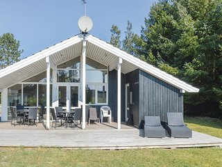 Stunning home in Ålbæk w/ Sauna, WiFi and 3 Bedrooms (E8121)