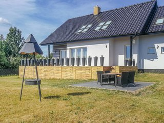Nice home in Zbychowo w/ WiFi and 3 Bedrooms (PKA548)