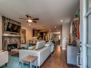 Brand New Spacious Kōzē Downtown Nashville Home. Minutes to Broadway