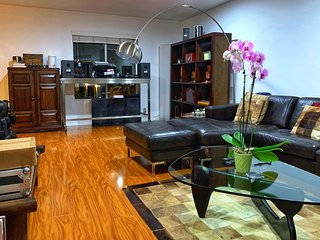 Immaculate Artistic Flat in Venice Beach 1 Block To the Ocean & The Canals
