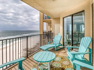 Spacious Gulf front condo w/shared hot tub, pools, and easy beach access