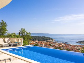 Amazing home in Makarska w/ WiFi and 6 Bedrooms (CDT777)