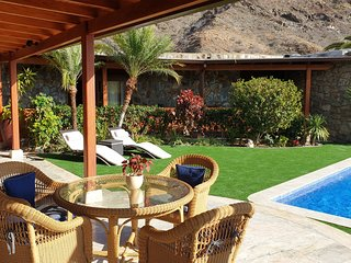 VILLA DE LUXE - grand confort - avec piscine privée - proche golfs et mer