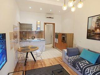 One bedroom. Luxe. 29 Khreshchatyk str. Besarabka