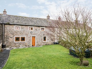 4 MELLFELL VIEW  immaculate terraced cottage,en-suite, WiFi, pet-friendly
