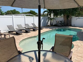 Recently Renovated 2.5BR/1BA Sleeps 5 w/ Private Pool, Wifi, Near the Beach