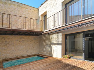 Amazing home in Calvisson w/ WiFi and 4 Bedrooms (FLG439)