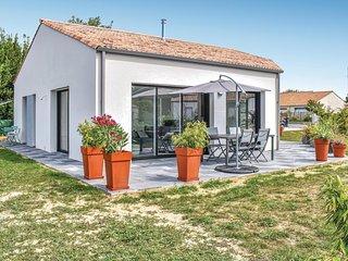 Nice home in Les Moutiers en Retz w/ WiFi and 2 Bedrooms (FBL052)