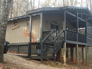 Elkmont Cabin with a Hot Tub minutes from Helen!!
