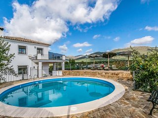 Amazing home in Carcabuey w/ Outdoor swimming pool, Outdoor swimming pool and 5
