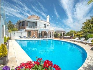 4/5 bedroom villa with disco/party room in Las Farolas Mijas Costa