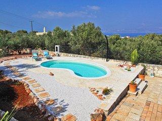 Villa Olive Garden pa Vestkreta, med privat pool, plads til 11 pers. & havudsigt