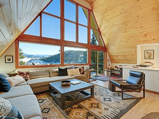 Beautiful, spacious & family-friendly cabin w/mountain views -  Walk to Main St!