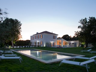 Aix Luxury Bastide, A/C, Private Chef, Heated Pool, Park 3,5 acre Lavender Field