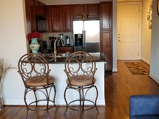 Feel At Home Even When You're Away ! Suite Located in the Galleria