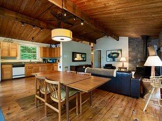 Laurentian Lakeside Cottage 49