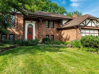 Amberlea House in Historic Niagara-on-the-Lake with Pool