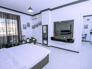 Large 2 Bedroom Apartment for 2-4 Persons by The New Marina on Sheraton Road
