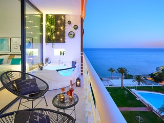 SUITE DEL MAR. Luxury apartment with jacuzzi.