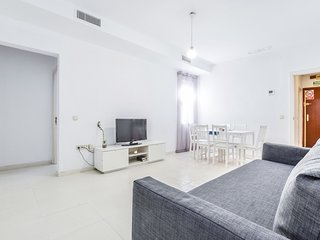AMAZING APARTMENT 8 PAX, IN FRONT OF THE ROYAL PALACE