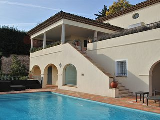 Villla Amelie for 8 with pool and seaview at golfcourse Sainte-Maxime