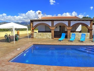 Villa Panoramica-Quiet & secluded-private pool-wifi-BBQ kitchen-Views R1218