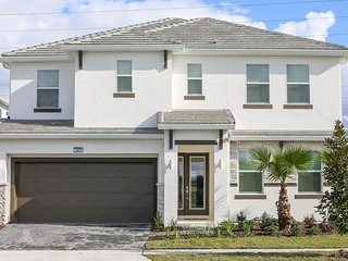 GORGEOUS 2609 Luxury Home-Near all parks & EVERYTHING!