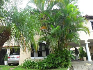 COZY AND QUIET HOUSE LESS THAN 7 MINUTES WALK FROM THE FAMOUS RUA DAS PEDRAS