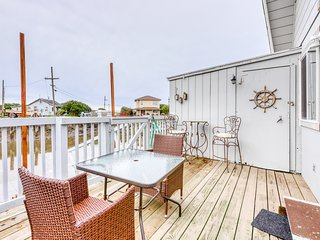 Dog-friendly, waterfront cottage w/ a private deck overlooking the canal
