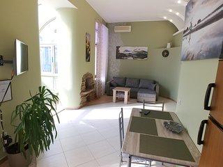 One bedroom. Luxe. 5b Baseina str. Near Arena City