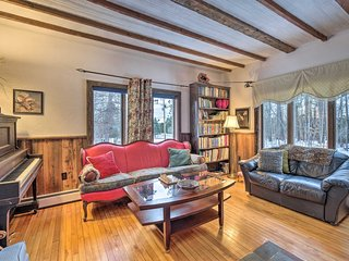NEW! Cozy + Historic Farmhouse on Wildlife Trail!