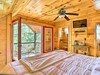 NEW! Quiet Cabin w/Hot Tub, 9Mi to Broken Bow Lake