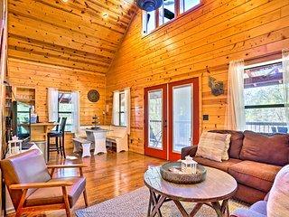 NEW! Quiet Cabin w/Hot Tub, 9Mi to Broken Bow Lake