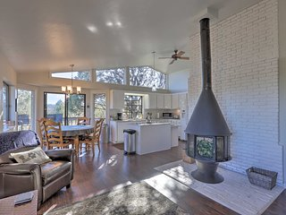 NEW! Modern Paradise w/ Mtn Views, 1 Mile to Dwtn!