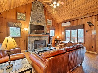 NEW! Pocono Lodge w/ Hot Tub - Great for Couples!