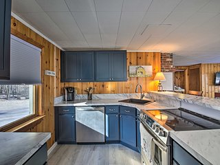 NEW! Renovated Lakehouse w/ Kayaks & Beach Access!