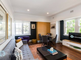2 Bdrm Art Deco Apt, Stroll To Bondi Junction