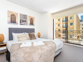 404 Big Beautiful One Bed- for 2  balcony lift