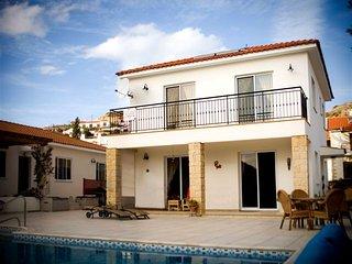 Villa Rosa - Stunning 5* in Pissouri Bay