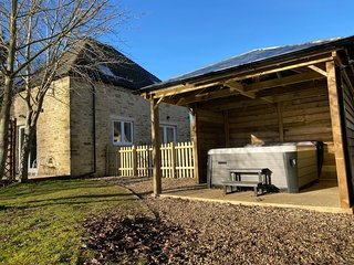 Heron - (Lakeside with Hot tub) - Lakeview Holidays Cotswolds AA 4 Star