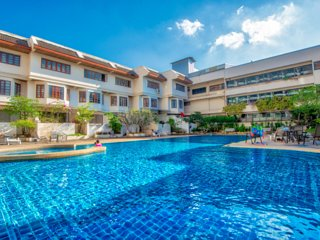 Mountain View flat free pool in Downtown of Chiang Mai City