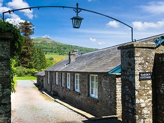 2 Bed Cottage with Mountain views, Private Estate