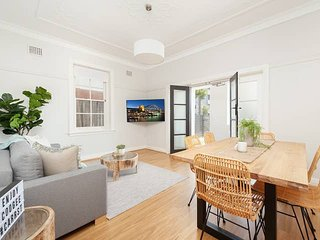 Beautiful Coogee Garden 2 Bed Apartment